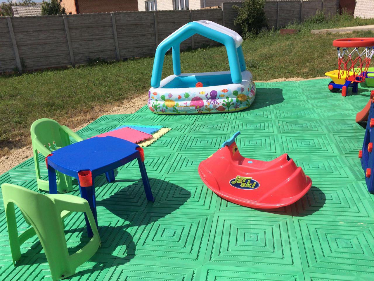 Как сделать покрытие для детской площадки 908